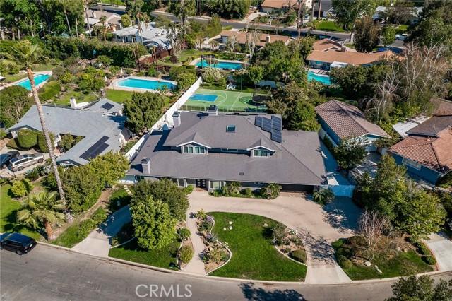 6140 Fenwood Avenue, Woodland Hills CA: http://media.crmls.org/mediascn/83baf6cd-14b5-4a9f-a474-c1d2004a2868.jpg