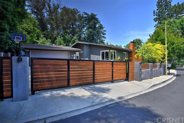 Photo of 4905 Queen Victoria Road, Woodland Hills, CA 91364
