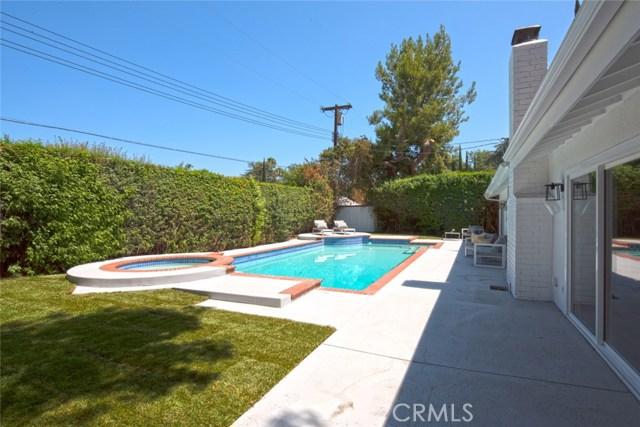 22421 Bessemer Street, Woodland Hills CA: http://media.crmls.org/mediascn/849ad8e7-74d2-4c61-9f6f-dce73c6525ea.jpg