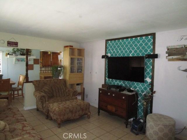 44745 Andale Avenue, Lancaster CA: http://media.crmls.org/mediascn/849e57b1-ece0-497f-994a-a99f084abe53.jpg
