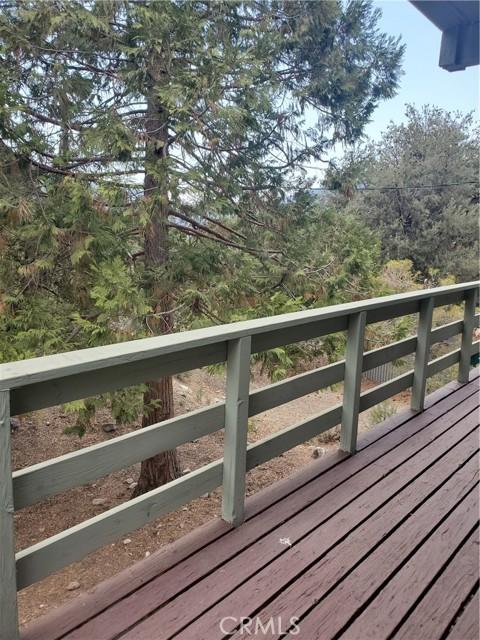 2056 Woodland Drive, Pine Mountain Club CA: http://media.crmls.org/mediascn/850d3e3a-1113-422e-b41b-7fa60804cecb.jpg