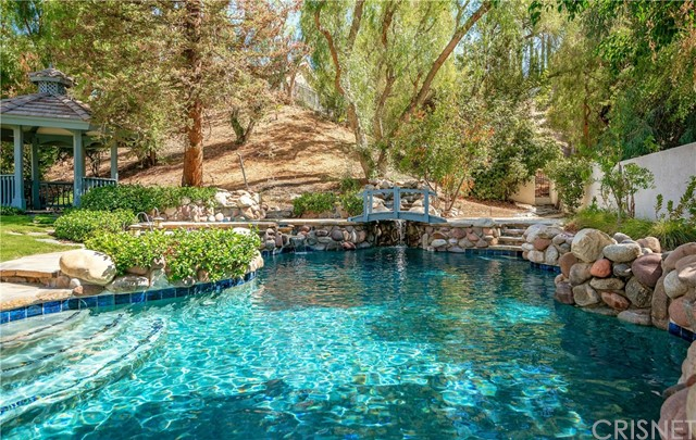 11900 Andasol Avenue, Granada Hills CA: http://media.crmls.org/mediascn/85573cc3-fb39-4963-b603-e25bc4bb69d6.jpg