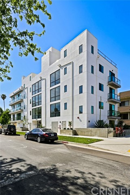12905 Landale Street, Studio City CA: http://media.crmls.org/mediascn/85c7551f-289f-45ee-bac6-d7ac64d74f3d.jpg