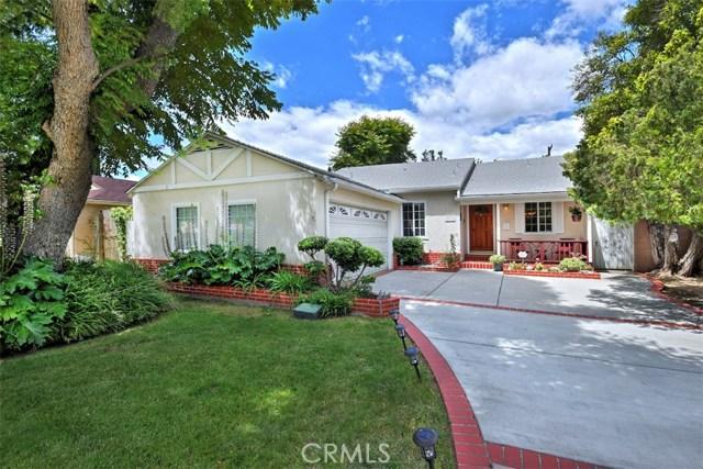 5825 Lemona Avenue, Sherman Oaks CA: http://media.crmls.org/mediascn/85cff8a6-adef-4a94-b298-452fd3fc3d76.jpg