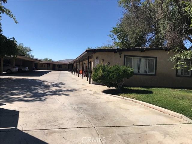 570 E Avenue Q12, Palmdale CA: http://media.crmls.org/mediascn/85d07c2b-c56f-4968-b36b-446ad89d7694.jpg