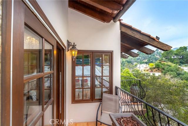 2975 Hollyridge Drive, Los Angeles CA: http://media.crmls.org/mediascn/85e5fe06-b1b1-46af-a962-6d8c83288e0a.jpg