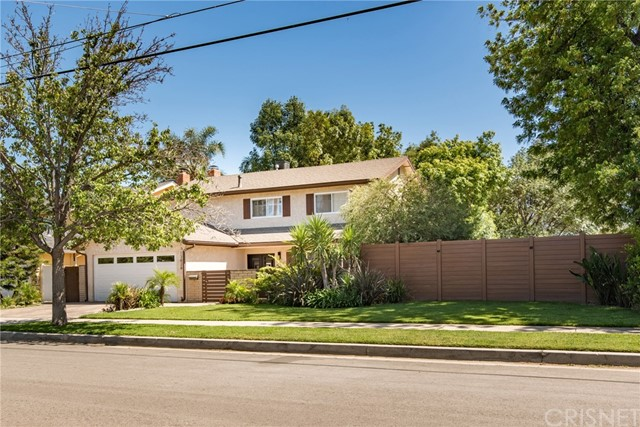 Single Family Home for Sale at 13826 Sylvan Street Valley Glen, California 91401 United States