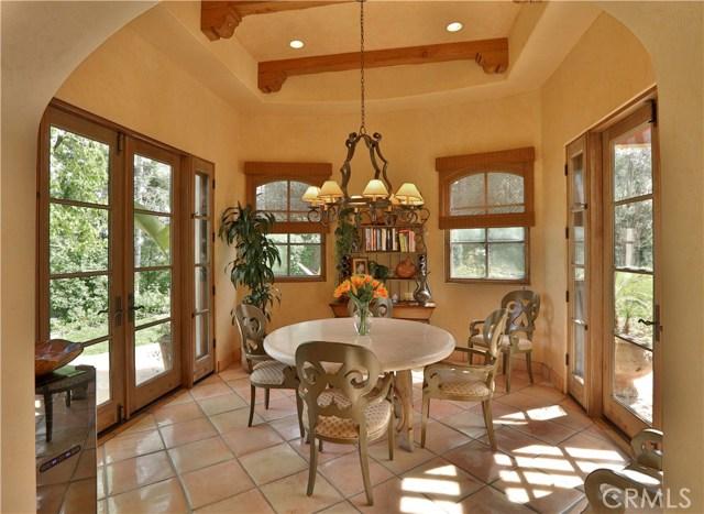 24520 Wingfield Road, Hidden Hills CA: http://media.crmls.org/mediascn/86772c11-aefa-4574-89b1-0509cee03f8a.jpg