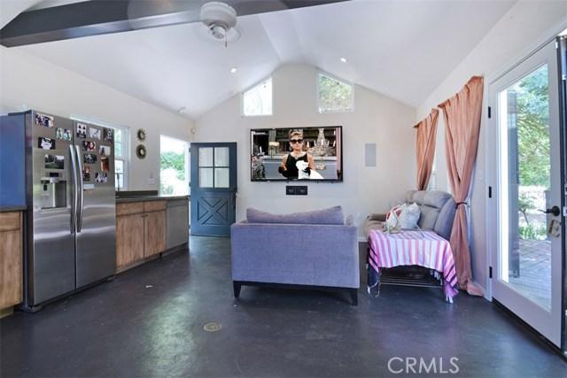 15531 Del Gado Drive, Sherman Oaks CA: http://media.crmls.org/mediascn/8694210a-e577-4cd0-8419-14b5f230475a.jpg