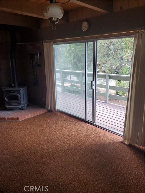 2056 Woodland Drive, Pine Mountain Club CA: http://media.crmls.org/mediascn/86c79009-5885-4ecf-a857-0c072308c7f5.jpg