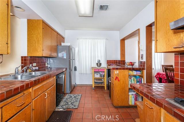 5706 Costello Avenue, Valley Glen CA: http://media.crmls.org/mediascn/86e75a91-e257-4f38-8c4e-c444e73ac965.jpg
