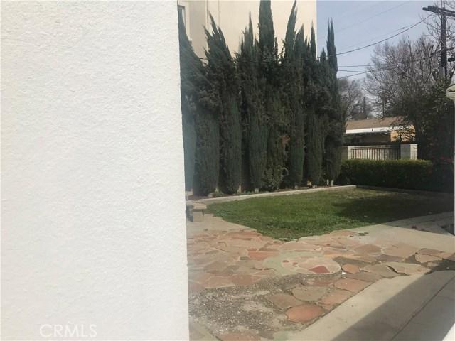 5646 Woodman Avenue, Valley Glen CA: http://media.crmls.org/mediascn/87006c4b-53e8-46d6-9bf7-9154a1c21b8e.jpg