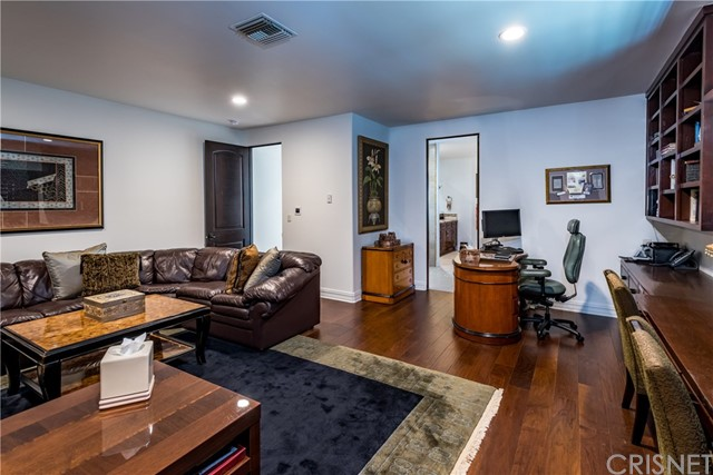 17110 Mccormick Street, Encino CA: http://media.crmls.org/mediascn/87396e61-f198-41fa-b763-f6e14aa7b5c9.jpg