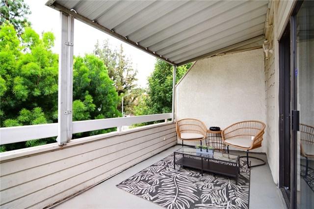 18701 Hatteras Street, Tarzana CA: http://media.crmls.org/mediascn/8743c641-c521-4f44-b6d7-227ed70232ae.jpg