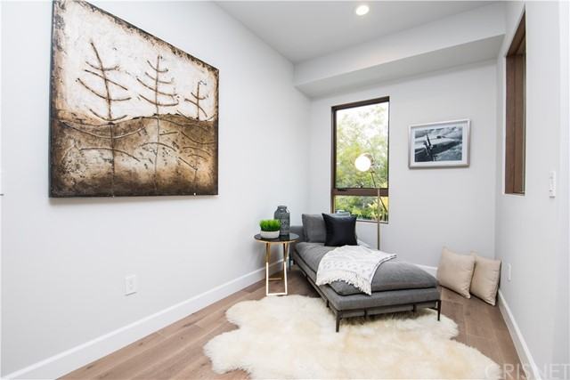 4222 1/2 Gentry Avenue, Studio City CA: http://media.crmls.org/mediascn/874b14ca-d1e7-471b-8cd5-9d54e0d675a5.jpg