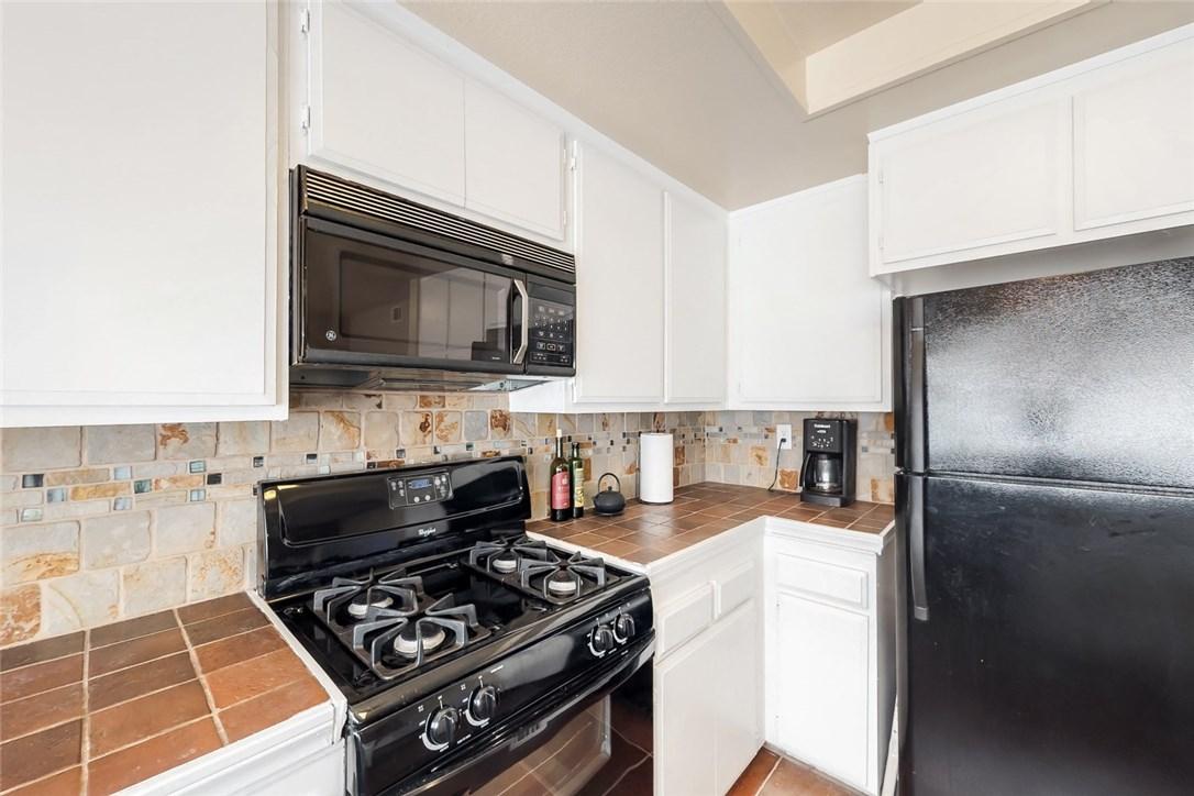 7109 Farralone Avenue, Canoga Park CA: http://media.crmls.org/mediascn/87e0c954-136a-4a07-a56d-1b5ba5b84446.jpg
