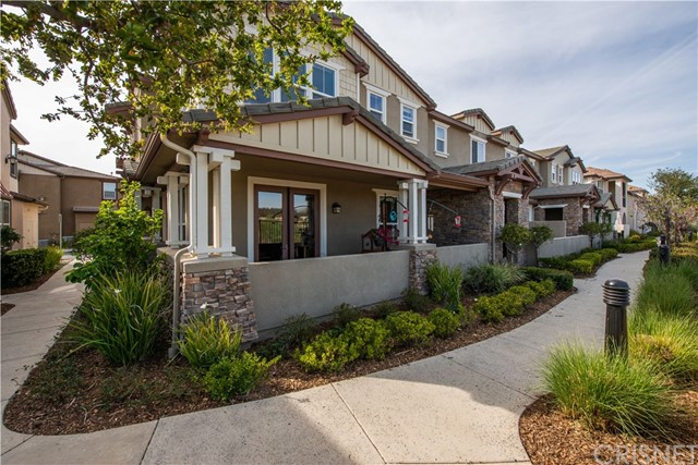Detail Gallery Image 1 of 33 For 28630 Pietro Dr, Valencia,  CA 91354 - 3 Beds | 2/1 Baths