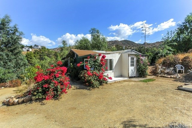 Single Family Home for Sale at 1061 Gaston Road 1061 Gaston Road Simi Valley, California 93063 United States