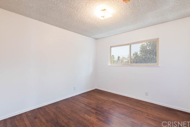 10920 Garden Grove Avenue, Northridge CA: http://media.crmls.org/mediascn/88ba3e44-32bf-44a3-bf28-b6d70446298f.jpg