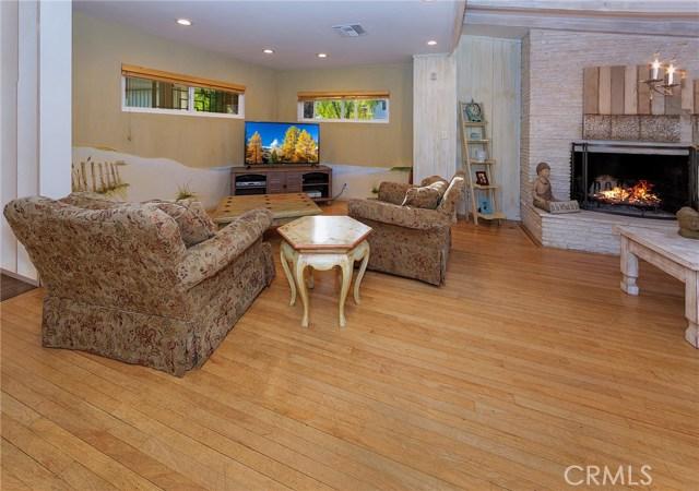 4870 San Feliciano Drive, Woodland Hills CA: http://media.crmls.org/mediascn/88bf9130-164d-4511-9f8f-2ea4dc90ba82.jpg