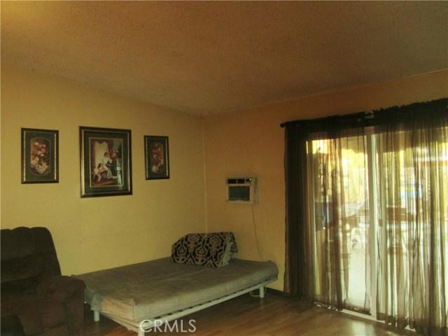 14908 Oswald Street, Sylmar CA: http://media.crmls.org/mediascn/89129818-60cb-4ab1-b576-e6f3b3ba6051.jpg