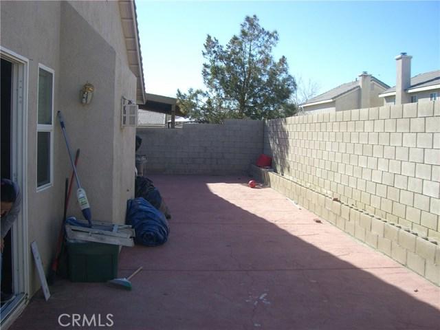 3609 Cobb Road, Lancaster CA: http://media.crmls.org/mediascn/89137da4-077c-4dd1-9935-26414634be87.jpg