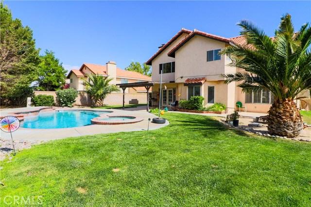 3823 W Avenue J4, Palmdale CA: http://media.crmls.org/mediascn/89721d5f-8952-457f-bdb0-1d198b98a802.jpg