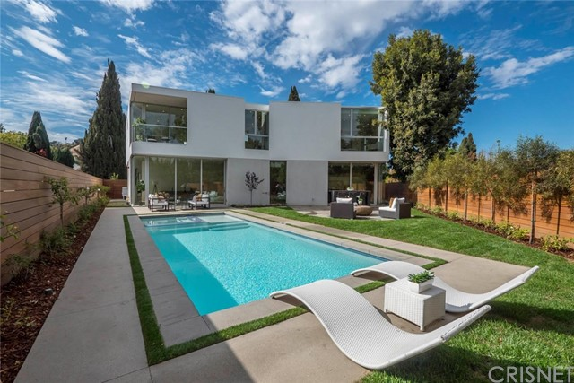Additional photo for property listing at 4422  Sherman Oaks Circle 4422  Sherman Oaks Circle Sherman Oaks, California 91403 United States