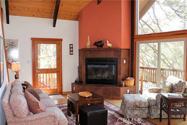 1420 Bernina Drive, Pine Mtn Club CA: http://media.crmls.org/mediascn/89fd8406-63f4-4ab2-abd6-c63f3be76f21.jpg