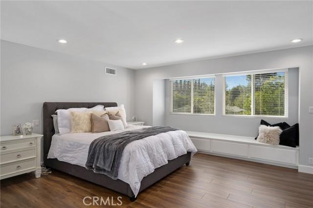 6140 Fenwood Avenue, Woodland Hills CA: http://media.crmls.org/mediascn/8a06000f-77d3-436a-aff5-8d2b022fe69c.jpg
