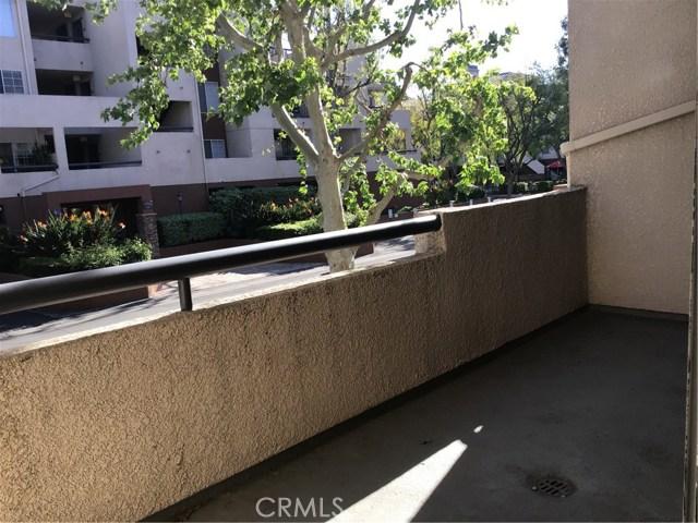 5535 Canoga Avenue, Woodland Hills CA: http://media.crmls.org/mediascn/8a11d65b-fad9-4857-b74c-e7458fda26e8.jpg