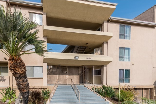 10757 Hortense Street 401  North Hollywood CA 91602