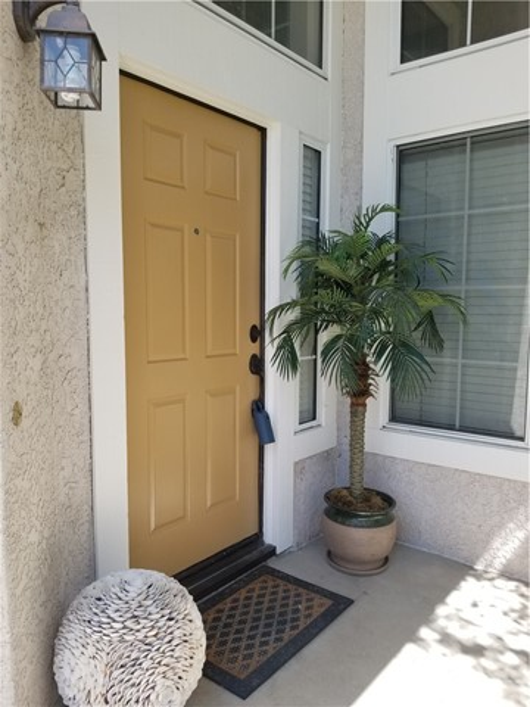 23853 Laurelwood Lane, Valencia CA: http://media.crmls.org/mediascn/8a429790-4ecd-4a90-ab80-f42b4d839bd1.jpg