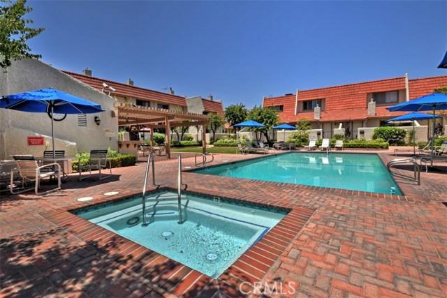 6221 1/2 Nita Avenue, Woodland Hills CA: http://media.crmls.org/mediascn/8a520b1a-d519-4e4f-8876-939330726fc5.jpg