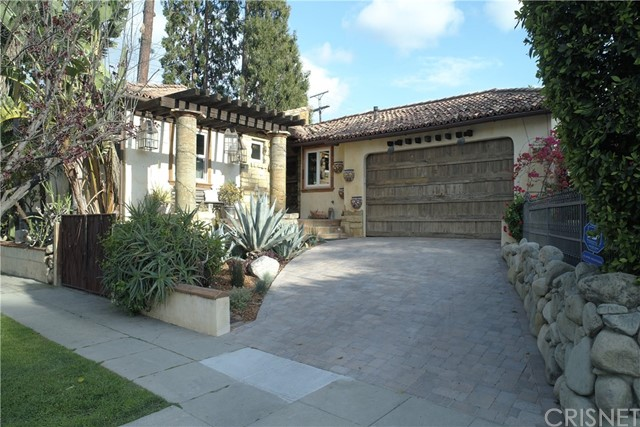 4984 Topanga Canyon Boulevard, Woodland Hills CA: http://media.crmls.org/mediascn/8a5b2680-862c-480f-9dbc-7338a83c366d.jpg