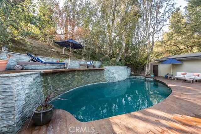 3931 Kingswood Road, Sherman Oaks CA: http://media.crmls.org/mediascn/8a6b5a9d-cdfe-4a73-80a6-2a70547454c5.jpg