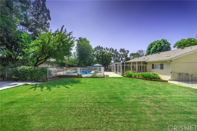 9524 Texhoma Avenue, Northridge CA: http://media.crmls.org/mediascn/8a737736-dd25-4768-b713-df008c589f03.jpg