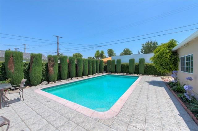 6044 Cartwright Avenue, North Hollywood CA: http://media.crmls.org/mediascn/8aa4d704-0405-4840-afdd-78b0829f8092.jpg