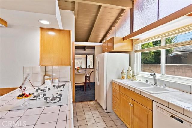 10624 Gaviota Avenue, Granada Hills CA: http://media.crmls.org/mediascn/8aca3cd4-cca5-46f1-8b38-965e261b4b20.jpg