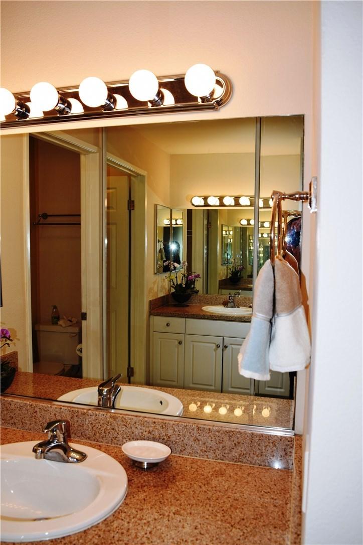 5545 Canoga Avenue, Woodland Hills CA: http://media.crmls.org/mediascn/8ae24348-9afc-4fa6-bee2-fa36a375d200.jpg