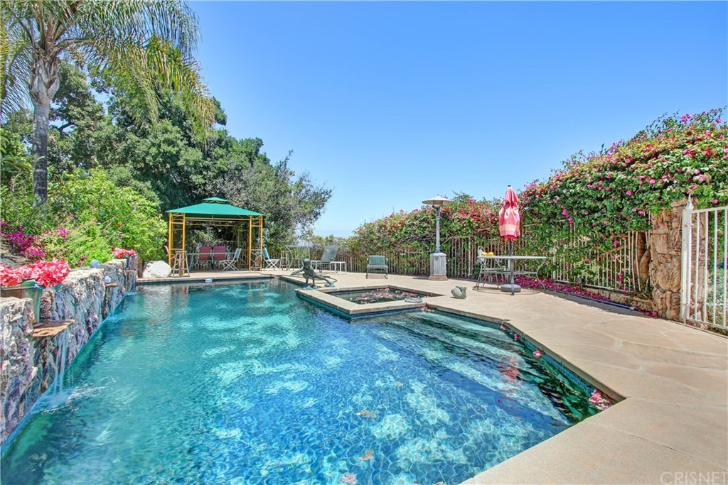 Photo of 14858 ROUND VALLEY DRIVE, Sherman Oaks, CA 91403