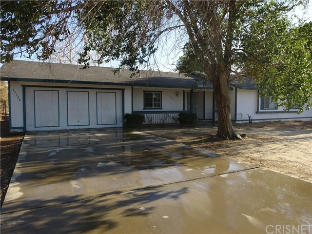 17308 Valeport Avenue, Lancaster CA: http://media.crmls.org/mediascn/8b4f705f-bd26-45e5-bd75-e7f79faa691e.jpg