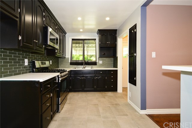 6531 Hanna Avenue, Woodland Hills CA: http://media.crmls.org/mediascn/8ba26ef8-5f96-4979-ae75-7bcac681f7c6.jpg