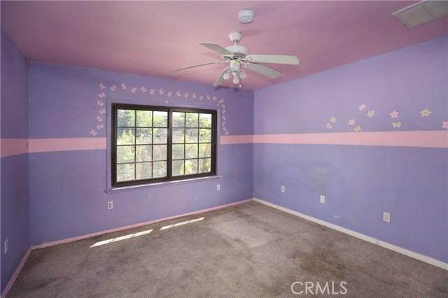 10550 Oxnard Street, North Hollywood CA: http://media.crmls.org/mediascn/8bb21014-11c9-4c01-8b43-4d440837212a.jpg