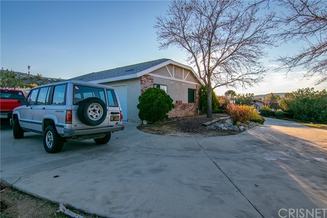 15648 Cypress Point Avenue, Llano CA: http://media.crmls.org/mediascn/8bc59a2a-dae5-4685-884d-0a02d31562df.jpg