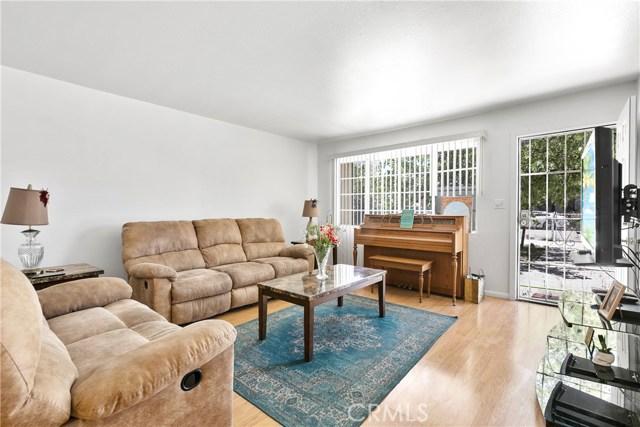 3391 Haven Street, Rosamond CA: http://media.crmls.org/mediascn/8bd7dcd9-566b-46b6-b045-d6f809cfbdf9.jpg