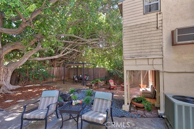 1522 Pandora Avenue, Westwood - Century City CA: http://media.crmls.org/mediascn/8bec127f-b15f-4ea8-9d19-68e64cd388a2.jpg