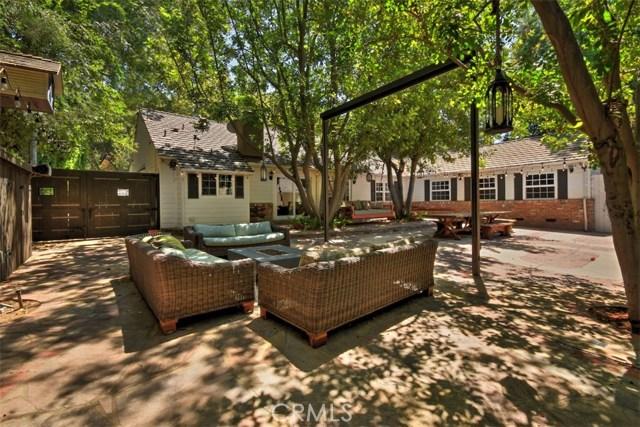 15531 Del Gado Drive, Sherman Oaks CA: http://media.crmls.org/mediascn/8c05f6a3-9a80-4453-ae15-26a7a18dd7a2.jpg
