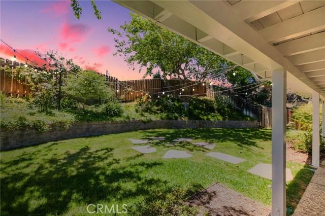 984 Calle Contento, Thousand Oaks CA: http://media.crmls.org/mediascn/8c0dedf9-d70f-426a-9de0-69f151c6051d.jpg