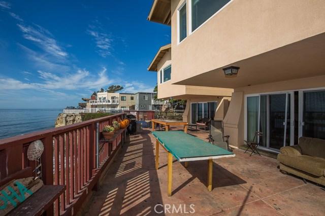6745 6747 Del Playa Drive, Isla Vista CA: http://media.crmls.org/mediascn/8c473421-9576-4b7a-86a6-4d6f6d2d7fe7.jpg